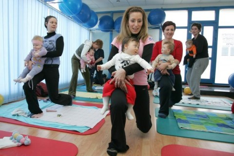 Mame i bebe vježbaju
